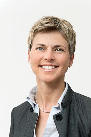 Dr-Anette-Meidert-Potrait_CAH1860_300