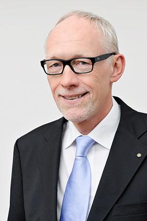 Prof-Dr-Klaus-Wenke-Potrait_CAH1860_300